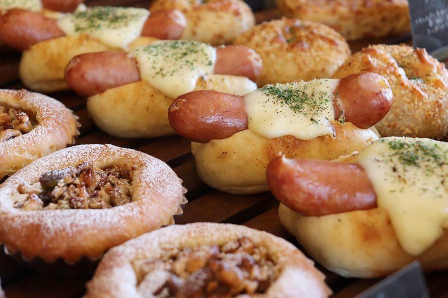 朝8時からパンが豊富に焼き上がっています(2019.03.10)