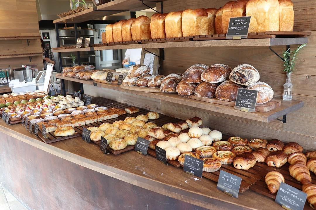 朝8時からパンが豊富に焼き上がっています(2019.03.19)