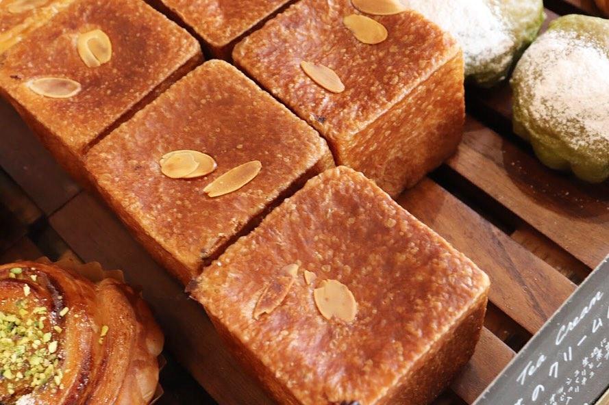 8時から焼き立てパンを豊富にご用意しています(2019.06.05)