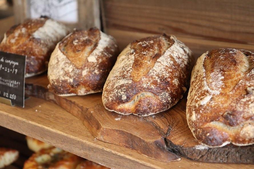発酵バターのクロワッサン、パンオショコラが焼き上がっています(2019.06.19)