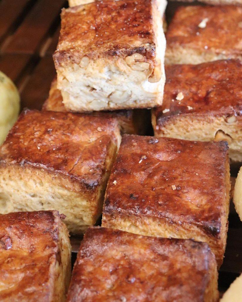 朝8時から焼き立てパンを豊富に取り揃えています(2019.06.26)