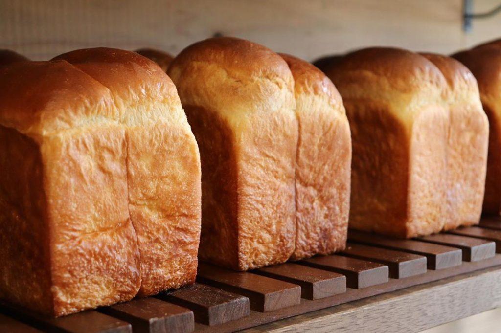 食パンは、午前と午後の2回(9時半、13時半~14時)焼かせて頂いています(2019.004.11)