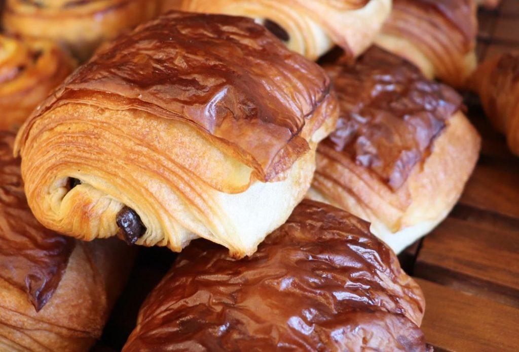 発酵バターのクロワッサン、パンオショコラが焼き上がっています(2019.07.25)