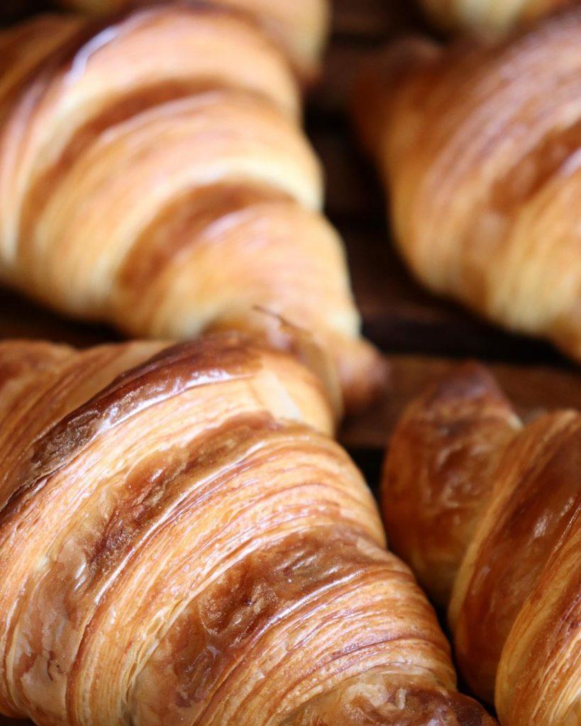 発酵バターのクロワッサン、パンオショコラが焼き上がっています(2019.08.29)