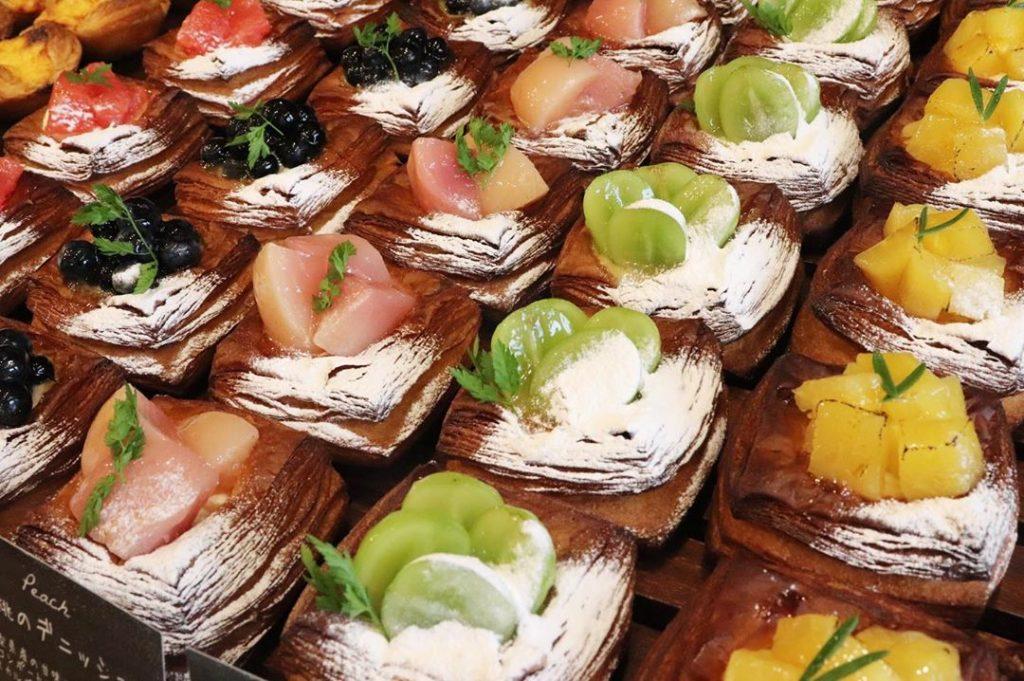 季節のフルーツデニッシュ各種は、9時頃からご用意いたします(2019.08.30)