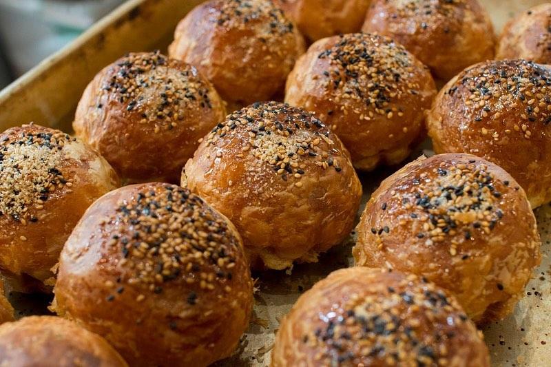 朝8時から焼き立てパンをたくさんご用意しております(2019.10.04)