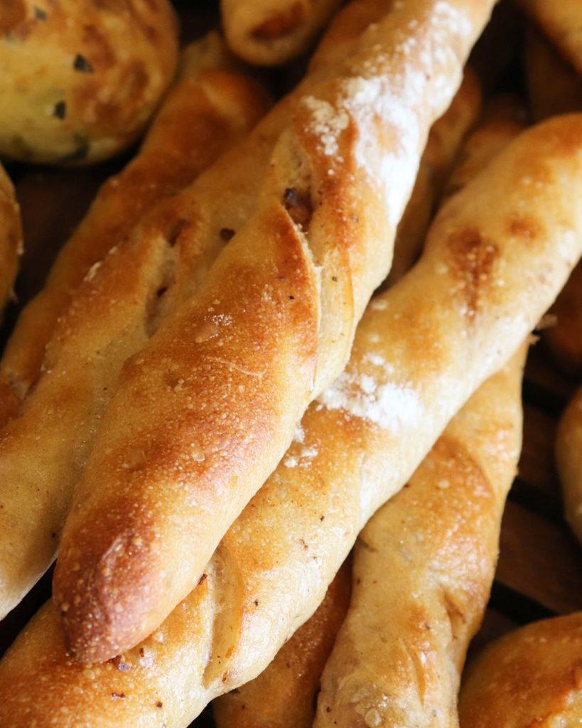 ハード系パンは、11時半からの焼き上がりです(2019.11.03)