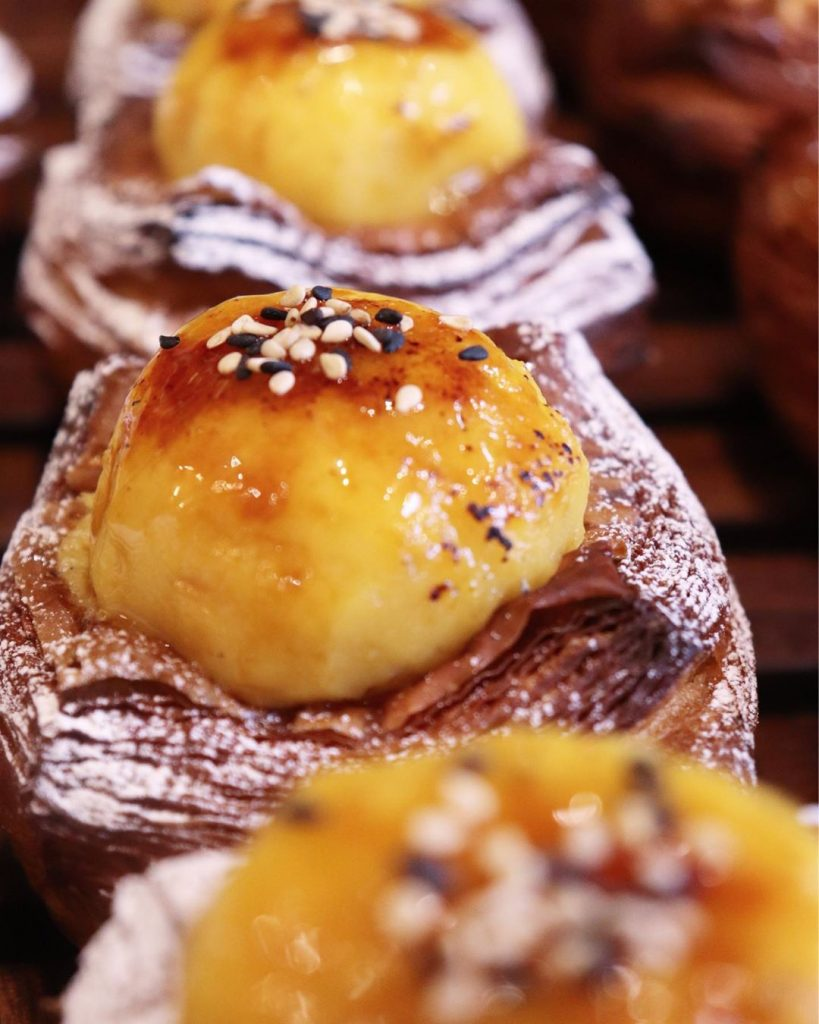 季節限定のデニッシュ「栗のデニッシュ」「安納芋のデニッシュ」他デニッシュ類は朝8時半頃からご用意させていただいております(2019.11.27)