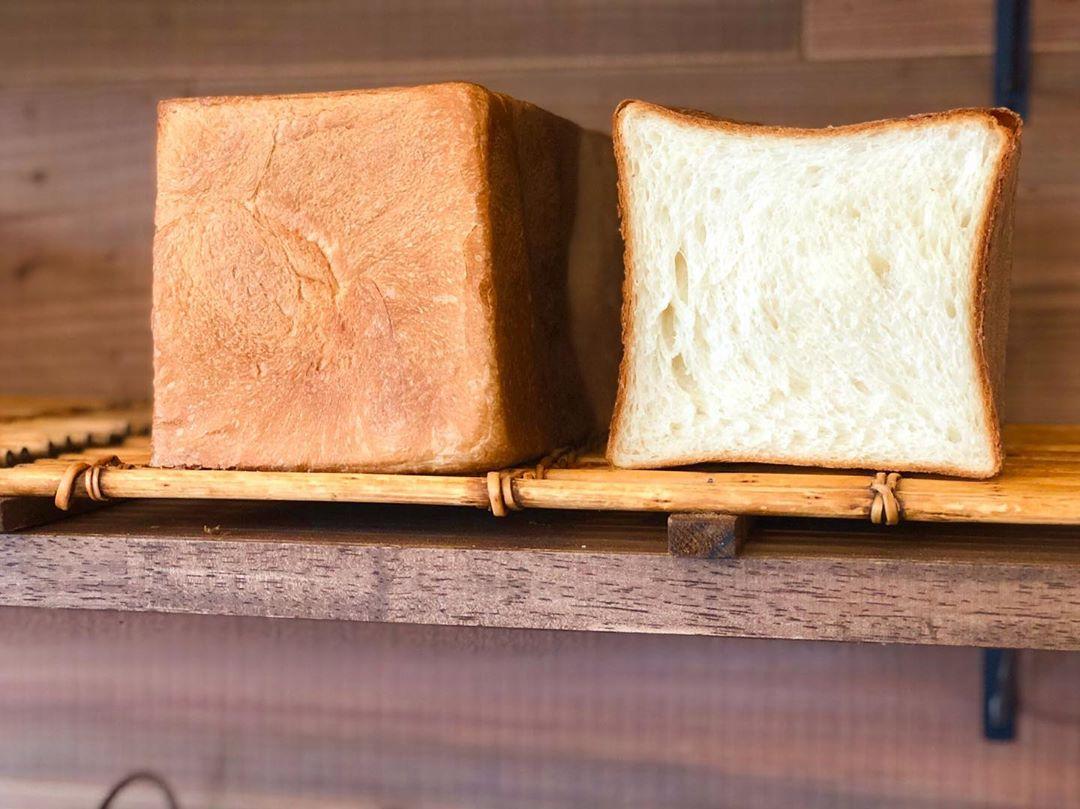食パンは、午前と午後の2回(9時半、13時半~14時)焼かせて頂いています(2019.12.04)
