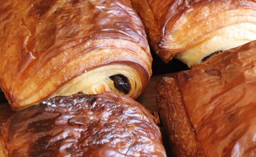 発酵バターのクロワッサン、パン・オ・ショコラが焼き上がっています(2019.12.13)