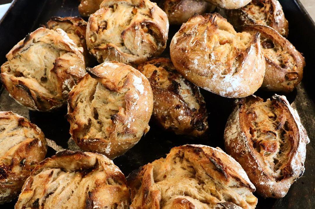 ハード系パンは、11時半からの焼き上がりです(2019.12.13)