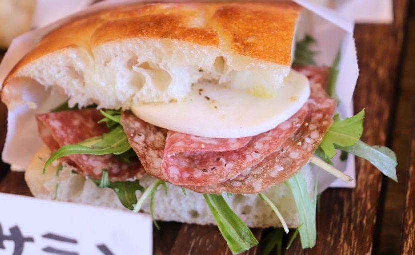 2種類のサンドウィッチ「自家製ロースハムとチーズ」、「ミラノサラミとモッツァレラサンド」(2020.01.11)