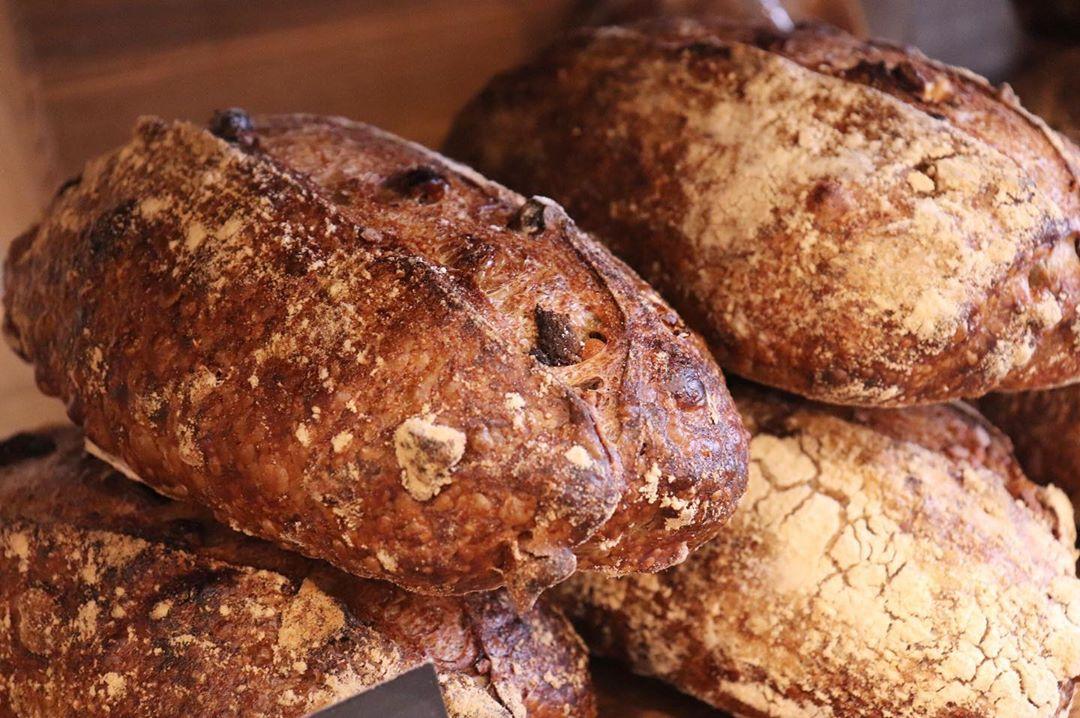 好評いただいております、食パンは、1日2回(9時半頃、13時~14時頃)焼かせていただいています(2020.02.06)