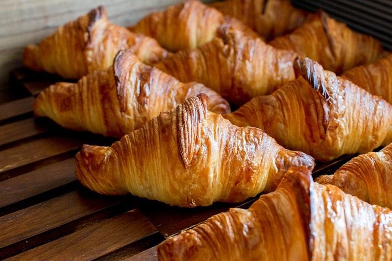 発酵バターのクロワッサン、パン・オ・ショコラが焼き上がっています(2020.02.14)