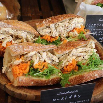 バゲットサンドは朝8時から、サンドウィッチ類は11時半ころからご用意させていただいております(2020.02.22)