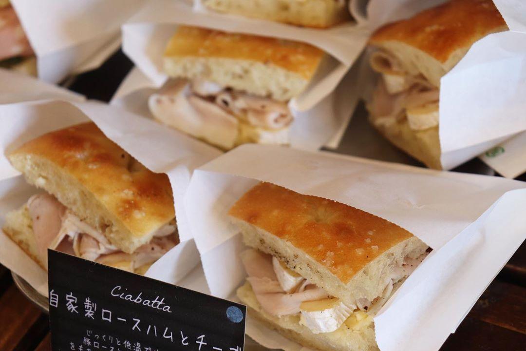 バゲットサンドは8時から、サンドウィッチ類は11時半ころからご用意させていただいております(2020.03.04)