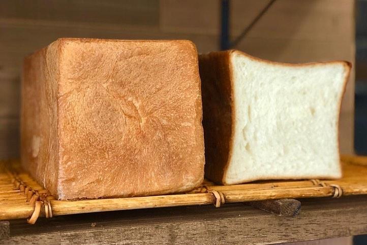 食パンは、午前と午後の2回(9時半、13時半~14時)焼かせて頂いています(2020.03.04)