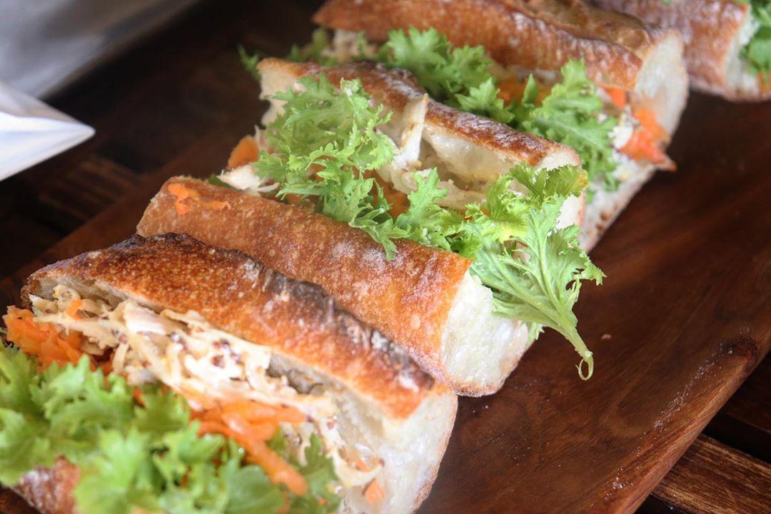 バゲットサンドは8時から、サンドウィッチ類は10時ころからご用意させていただいております(2020.03.28)