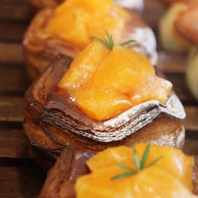 青葉ファームさんの農薬不使用の柑橘のデニッシュ他、豊富なデニッシュをご用意しています(2020.03.29)