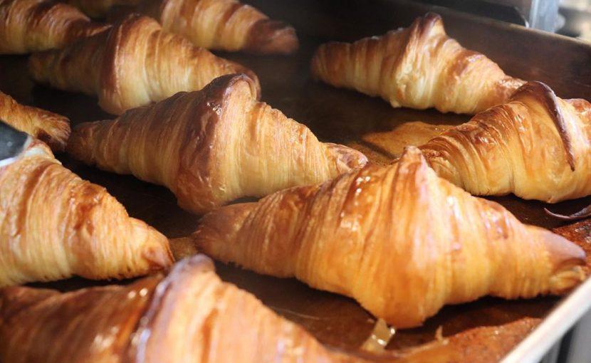 「発酵バターのクロワッサン」「パン・オ・ショコラ」本日もたくさん焼かせていただいております(2020.04.11)