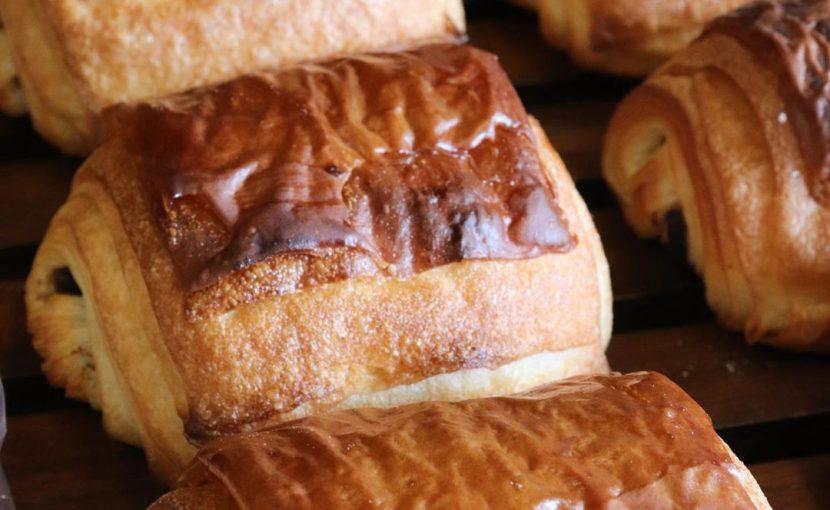 「発酵バターのクロワッサン」「パン・オ・ショコラ」たくさん焼かせていただいております(2020.06.25)