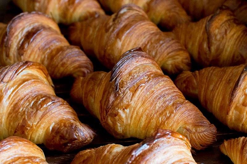 「発酵バターのクロワッサン」「パン・オ・ショコラ」たくさん焼かせていただいております(2020.07.17)