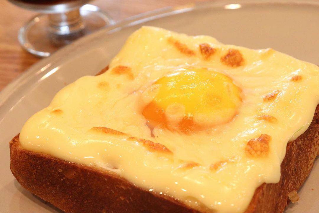 食パンにマヨネーズと卵を乗せてトーストするという食べ方にハマっています(2020.09.07)