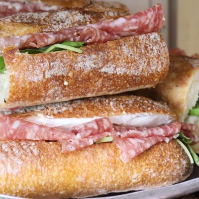 好評いただいております、バゲットサンド・サンドウィッチ類を本日もたくさんご用意しております(2020.09.27)