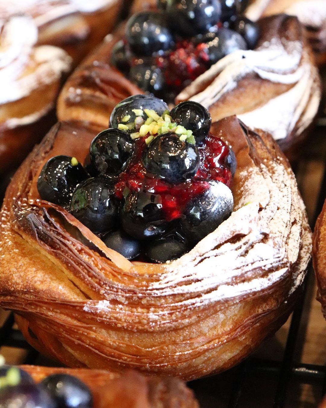 青葉ファームさんの無農薬の無花果のデニッシュ、ブルーベリーのデニッシュ他たくさんのデニッシュをご用意しております(2020.09.30)