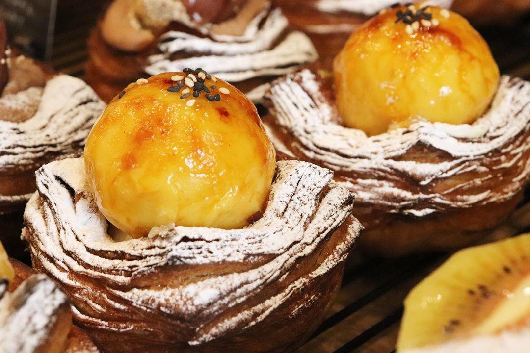 秋の季節限定商品「国産和栗のデニッシュ」「安納芋のデニッシュ」「自家製タルトタタンのデニッシュ」ご用意しております(2020.11.01)