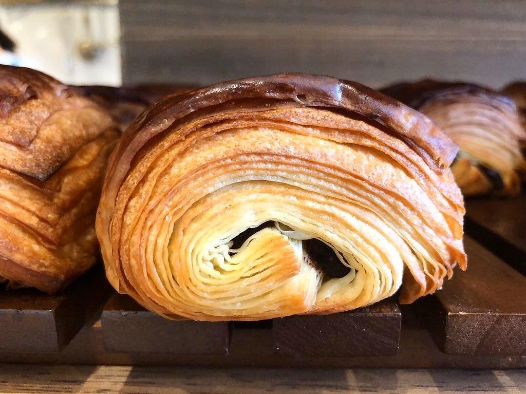 本日も人気の「発酵バターのクロワッサン」「パン・オ・ショコラ」たくさん焼かせていただきました(2020.12.23)