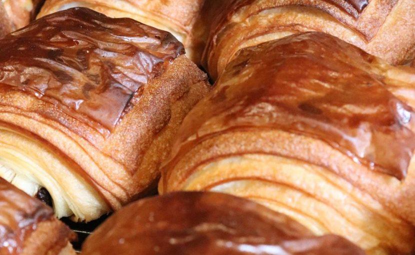本日も人気の「発酵バターのクロワッサン」「パン・オ・ショコラ」たくさん焼かせていただきました(2021.01.23)