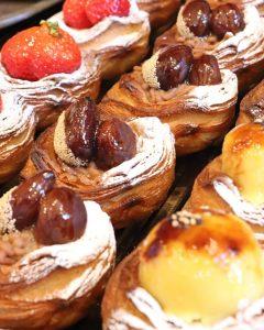 季節限定の「金柑とクリームチーズのデニッシュ」「完熟苺のデニッシュ」本日もたくさんご用意しています(2021.02.11)