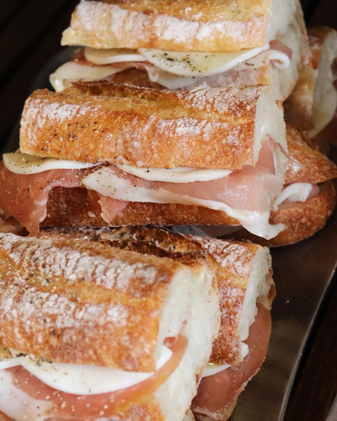 「ツナ プロヴァンサルのサンドウィッチ」や「特製卵サンド」他、サンドウィッチ各種は10:00~10:30頃ご用意します(2021.02.19)