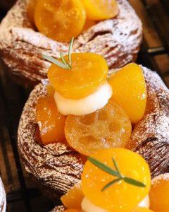 本日も、季節限定の「金柑とクリームチーズのデニッシュ」「完熟苺のデニッシュ」たくさんご用意しております(2021.02.24)
