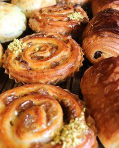 レーズンを贅沢に入れたパン・オ・レザン、今日もたくさん焼かせて頂いています(2021.03.27)
