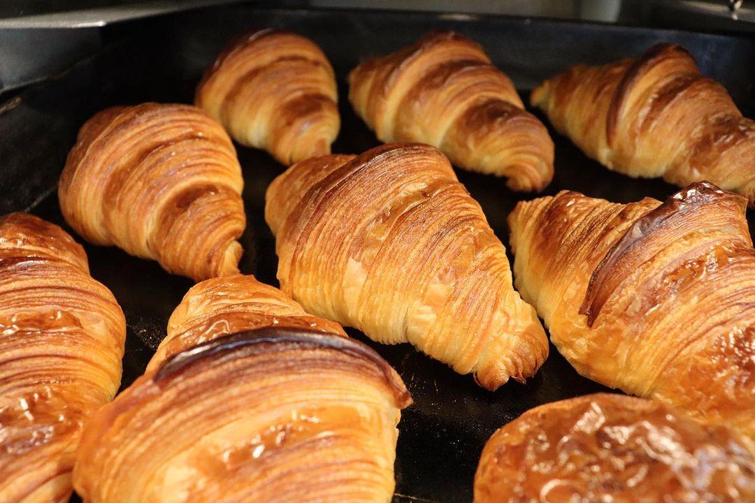 人気の「発酵バターのクロワッサン」「パン・オ・ショコラ」たくさん焼かせていただきます(2021.04.29)