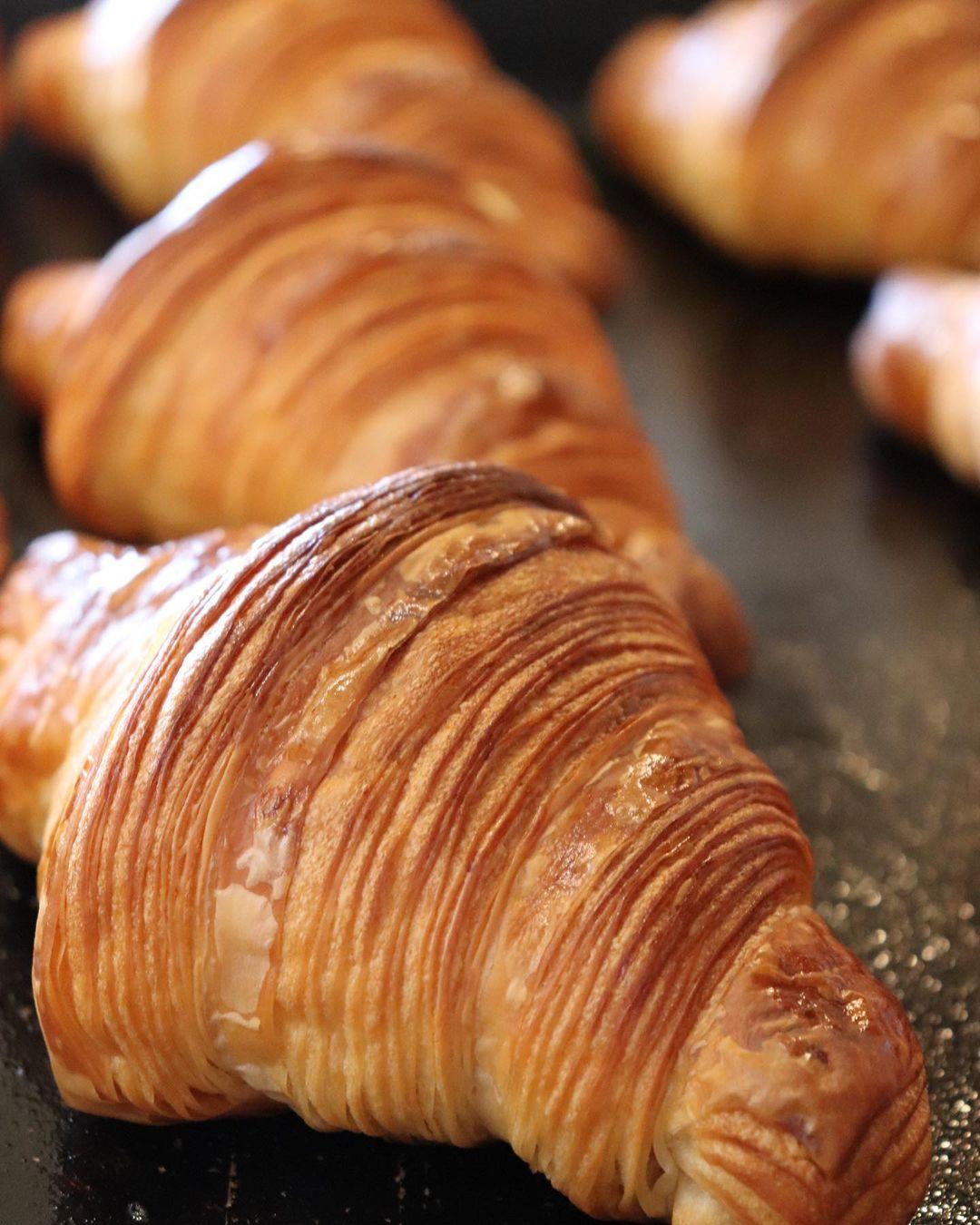 人気の「発酵バターのクロワッサン」「パン・オ・ショコラ」本日もたくさん焼かせていただきます(2021.05.15)