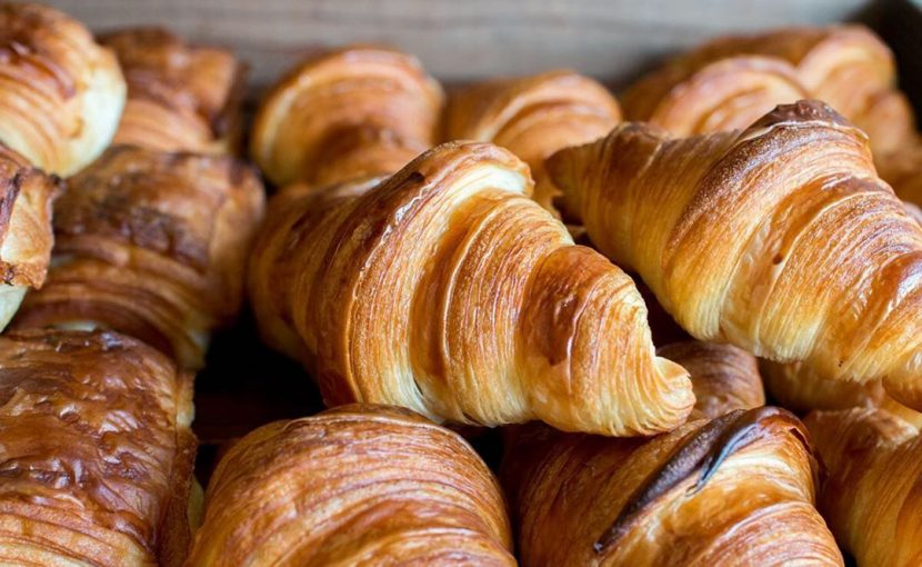 人気の「発酵バターのクロワッサン」「パン・オ・ショコラ」本日もたくさん焼かせていただきます(2021.05.30)