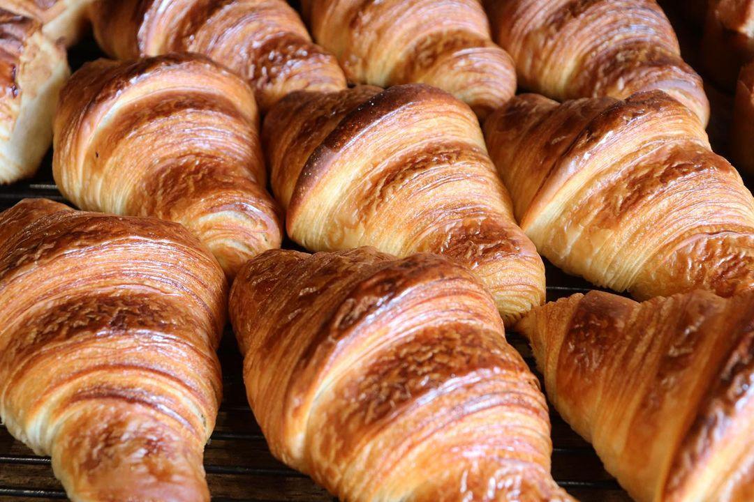 人気の「発酵バターのクロワッサン」「パン・オ・ショコラ」本日もたくさん焼かせていただきます(2021.06.11)