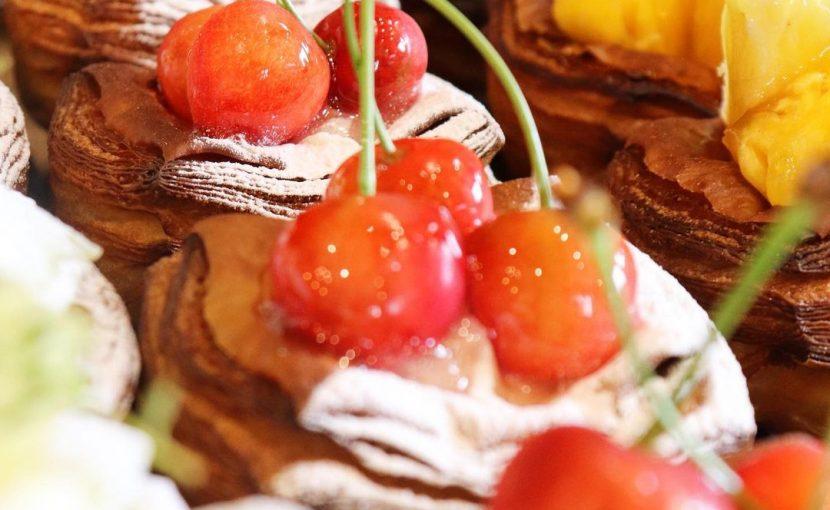 新商品の季節限定のデニッシュ「さくらんぼのデニッシュ」「メロンのデニッシュ」たいへん好評いただいております(2021.06.25)