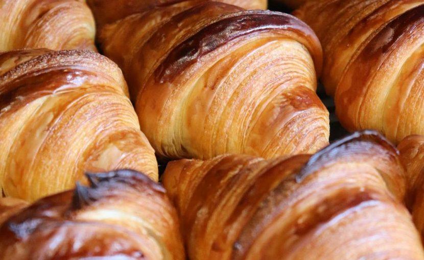 国産小麦を使用した人気の「発酵バターのクロワッサン」「パン・オ・ショコラ」本日もたくさん焼かせていただきます(2021.09.09)