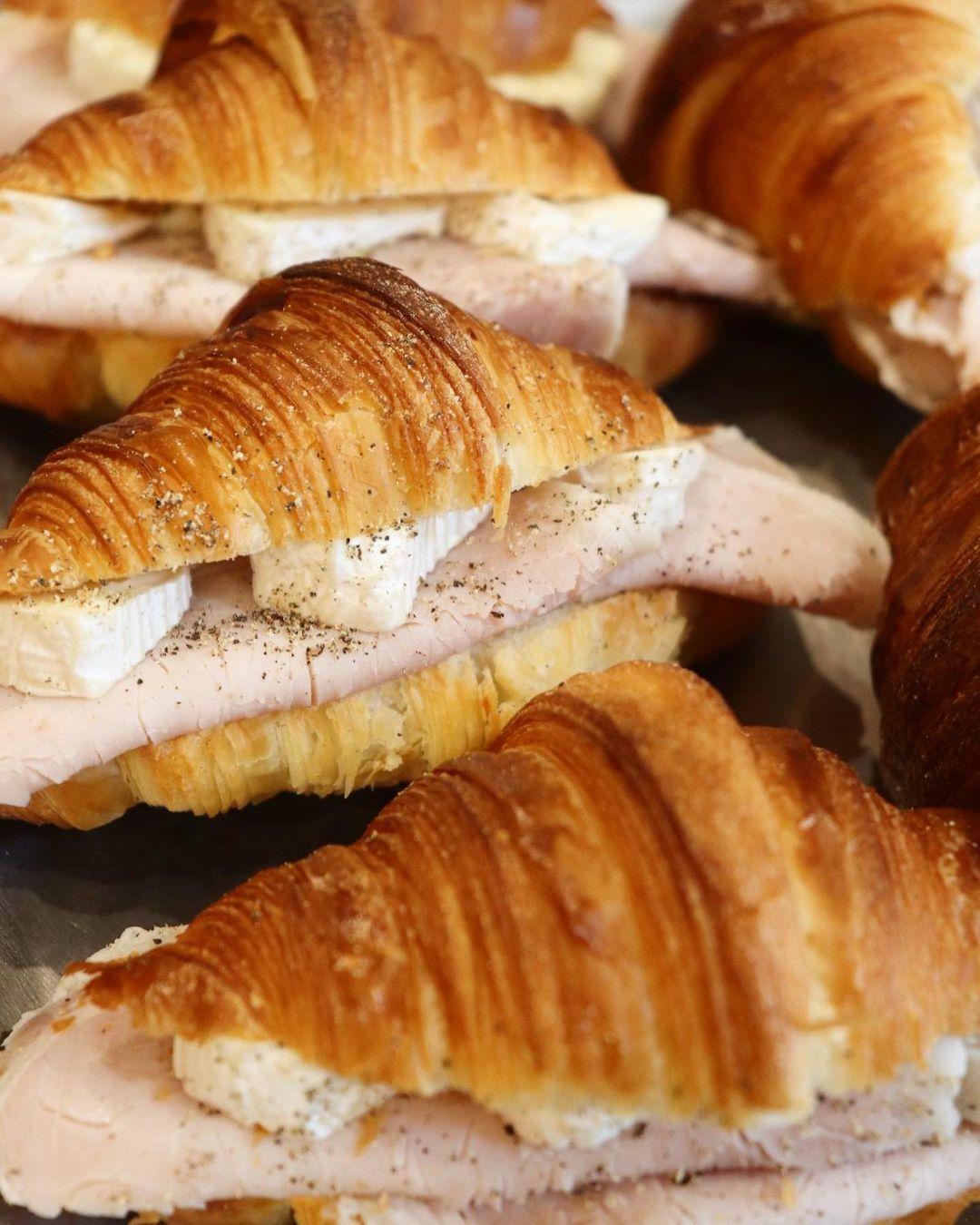人気のバゲットサンド・サンドウィッチは、10:00~10:30頃に随時ご用意させて頂きます(2021.10.10)