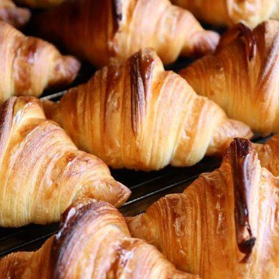 国産小麦を使用した「発酵バターのクロワッサン」「パン・オ・ショコラ」本日もたくさん焼かせていただきます(2021.10.21)